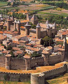 Château Comtal, Carcassonne, Languedoc, France. - www.castlesandmanorhouses.com