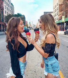 Friend pictures, friend photos и bff pictures. Bff Pics, Photos Bff, Cute Friend Pictures, Friend Photos, Foto Best Friend, Best Friend Fotos, Street Style Photography, Photography Poses, Shooting Photo Amis