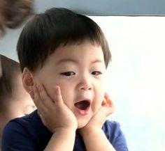 aaaaaw.. manse Cute Asian Babies, Cute Babies, Baby Kids, Triplet Babies, Superman Kids, I Miss You Guys, Song Daehan, Song Triplets, Cute Songs