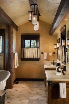 Gestaltungsideen für Bad-Fliesenboden und verputzte Wände-Deckenbalken