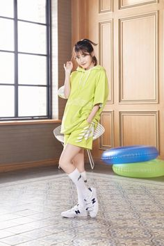 IU, sporty look lovingly .In the exhibition, 'All Day ACTIVE' concept is used, and the half-sleeve sweaters . Kpop Outfits, Korean Outfits, Cute Korean, Korean Girl, Iu Fashion, Fashion Outfits, Street Fashion, Iu Twitter, Gangnam Style