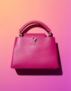 Best Women's Handbags & Bags : Luxury & Vintage Madrid, offers you the best selection of contemporary and classic accessories in the world. Photography Bags, Product Photography, Foto Still, Fashion Still Life, Louis Vuitton Handbags, Women's Handbags, Luxury Branding, Fashion Bags, Fashion Trends