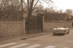 la voiture est ancienne mais pas la photo ;-)
