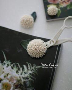 New flower Bean paste flower. Made by_vivi #flowercake #korea #design #cake…