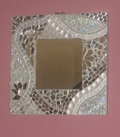 mirror, textured mirror, tiles, TG, nuggets and ball chain. For a teenager, will go on a black wall with a silver painted tree. Hope she'll like it.