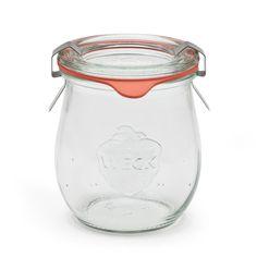 Wir sind Riesenfans von Weck-Gläsern! Egal ob zum Anrichten oder Aufbewahren - jeder sollte Weckgläser im Haus haben.  Ihr erhaltet die Gläser in jedem gut-sortierten Haushaltswarengeschäft - oder bei Manufactum!