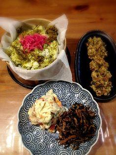 娘たちと取りに行った土筆でかき揚げにしました*\(^o^)/* - 83件のもぐもぐ - 高菜と牛肉の混ぜご飯、土筆と桜エビの天ぷら、ポテトサラダ、ひじきと切り干しの煮物 by kokohimayuto