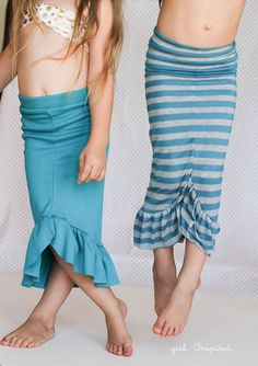 Cute swim suit cover up, Mermaid Skirt Tutorial - easy to make, one of my girls' favorites! Great sewing pattern, my daughter loves Disney inspired Little Mermaid dress up clothes! Mermaid Crafts, Mermaid Diy, Diy Clothing, Sewing Clothes, Free Clothes, Dress Up Outfits, Kids Outfits, Mermaid Tail Skirt, Mermaid Skirt Pattern