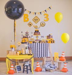 Mil Folhas Festas 3 Year Old Birthday Cake, First Birthday Party Themes, 2nd Birthday, Construction Birthday Parties, Construction Party, Digger Party, Kids Party Decorations, Dessert Table, Animals