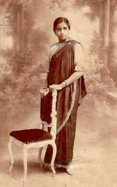 Vintage style of draping sari