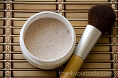 Natural homemade foundation - I think this would be great for my daughter to start playing around with makeup. Won't hurt her skin and she can make it herself and experiment with shades! Beauty Care, Diy Beauty, Beauty Hacks, Beauty Skin, Beauty Guide, Face Beauty, Beauty Secrets, Homemade Foundation, Diy Foundation