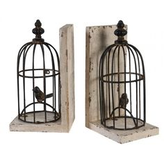 Read with the company of two cheerful birds. These charming bookends will keep your books in place and give your living space a liveliness. A wonderful addition