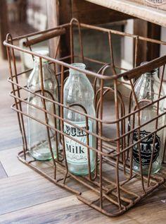 Industrial House, Industrial Style, Deco Restaurant, Dish Storage, Farm Cottage, Vintage Bottles, Blog Deco, Old Farm, Wooden Crates
