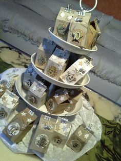 Adventskalender aus SU Milchkartons auf einer Etagere - könnte man auch ein bisschen wie ein Weihnachtsbaum aussehen lassen.