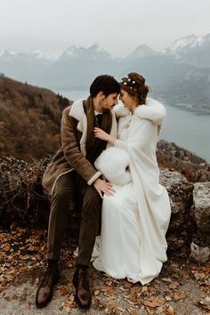 mariage d'hiver a annecy Elope Wedding, Destination Wedding, Wedding Dresses, Creative Wedding Ideas, Intimate Weddings, Winter Is Coming, Summer Trends, Winter White, Simple Dresses