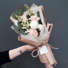 24 New Ideas Flowers Spring Bouquet Bloemen How To Wrap Flowers, Fresh Flowers, Beautiful Flowers, Beautiful Bouquets, Pink Flowers, Paper Flowers, Flower Wrap, Red Tulips, Fall Flowers