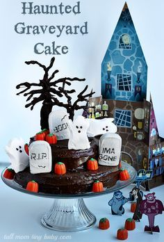 Perfect for Halloween! Haunted House Graveyard Cake Recipe  - I'll be using this idea for my spooky party halloween food. You could even use this for decor around the home for a table decoration