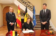 Su Majestad la Reina Letizia firma en el libro de condolencias Embajada del Reino de Bélgica. Madrid, 23.03.2016