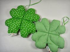 Ines Felix - creative to imitate: clover made of fabric Fabric Crafts, Sewing Crafts, Pin Cushions, Pillows, Diy And Crafts, Arts And Crafts, Diy Keychain, Textiles, Some Ideas