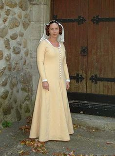 D.I.Y Moy Bog Dress. As you can see from the other two examples from this website it is a useful source for costume creation ideas. Well worth a look.