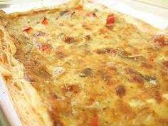 İlk kez Atina'da, Aspassia'nın sihirli evinde yemiştim bu böreği. Geriye kalan son 1 parça için az kalsın III. Dünya savaşı başlayacaktı. Durum o kadar ciddi... Çok yerseniz n'olur bana kızmayın, küçük tepside yapmaya çalışın! Turkish Recipes, Greek Recipes, Egg Recipes, Baking Recipes, Good Food, Yummy Food, Bread And Pastries, Food Decoration, Breakfast Items