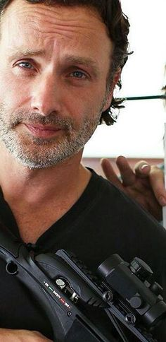 Andrew Lincoln                                                                                                                                                      Mais