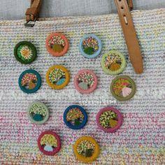 #데일리그램 #꽃스타그램 #핸드메이드 #프랑프랑아뜰리에 #브로치#스티치#자수타그램 #자수브로치#울사#링브로치#봄꽃#자수#embroidery #handmade #brooch #flower #stitch #brooch #colorful#craft #colorful#accessories #decoration#woolyarn#dorsetbuttons