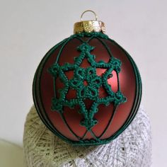 DIY Snowflakes  : DIY Tatting a Snowflake on an Ornament