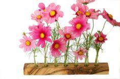 """*Die Blumenvase für alle die etwas """"Besonderes"""" suchen*    Diese einzigartige Vase aus Wallnuss wird in Handarbeit für Sie gefertigt und gibt Platz fü"""