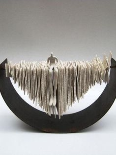 Cute readers sculptures of Roser Oter - Ceramic Art, Ceramic Pottery Sculptures Céramiques, Book Sculpture, Ceramic Sculptures, Contemporary Ceramics, Contemporary Art, Ceramic Pottery, Ceramic Art, Cerámica Ideas, Keramik Design