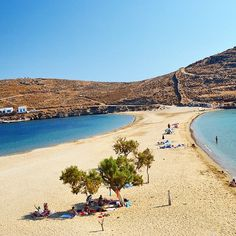 Amazing two sides Kolona beach , in Kythnos island (Κύθνος) . Right or left ... ? Difficult dicision !