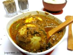 Boiled Egg Masala Ingredients :For Gravy boiled tbsp ginger-garlic pasteasofoetida - a pinchsalt to tsp mustard curry leav Egg Recipes Indian, Indian Dishes, Capsicum Recipes, Egg Masala, Vegetarian Recipes, Cooking Recipes, Egg Curry, Feel Good Food, Egg Dish