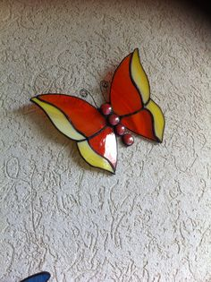 Butterfly Stained Glass Light, Stained Glass Ornaments, Stained Glass Suncatchers, Stained Glass Flowers, Stained Glass Designs, Stained Glass Projects, Stained Glass Patterns, Mosaic Animals, Glass Animals