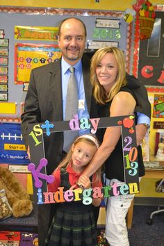 Make this super cute photo prop for the first day of school in just one night. Going back to school is always fun! Preschool First Day, First Day Of School Activities, Pre K Activities, Kindergarten First Day, Preschool Class, Measurement Activities, First Day Of School Pictures, First Day School, Beginning Of School