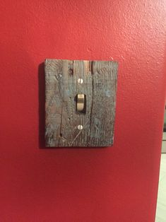 Reclaimed pallet wood distressed and turned into a switch plate cover. Follow Rustic Rescue Co. On Facebook to see more projects!