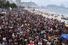 Parada do Orgulho LGBT do Rio reúne milhares de pessoas em Copacabana | 19.11.2017 |