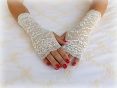 Ivory floral lace gloves. Elastic lace mittens. bridal fingerless gloves. Wedding gloves. Short lace gloves. Lace cuffs. Bridal accessories. by MissLaceWedding on Etsy