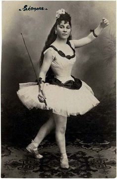 Vintage Photos of Circus Performers from 1890s-1910s
