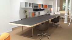 Mesa reuniones DECK Office Furniture, Showroom, Barcelona, Conference Room, Table, Home Decor, Desk Office, Cultural Center, Reunions