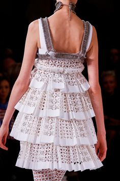Alexander McQueen Spring 2014 Ready-to-Wear Collection Slideshow on Style.com