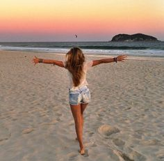 How to Take Good Beach Photos Summer Pictures, Beach Pictures, Summer Photography, Photography Poses, Beach Poses, Picture Poses, Summer Vibes, Surfing, In This Moment