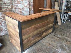 Indistrial estilo reclamado madera recepción