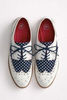 The Belinda Wingtip - a polka dot oxford for her! #johnstonmurphy #polkadot #polkadotshoes #brogues