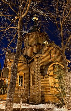 Wooden Church - THE CHAPEL OF THE DERZHAVNAYA ICON OF THE THEOTOKOS NEAR THE CATHEDRAL OF CHRIST THE SAVIOR IN MOSCOW, RUSSIA | Pavel K