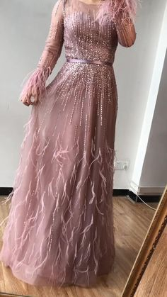 Indian Fashion Dresses, Indian Gowns Dresses, Dress Indian Style, Indian Designer Outfits, Muslim Fashion, Pakistani Gowns, Muslim Evening Dresses, Evening Gowns With Sleeves, Plus Size Evening Gown