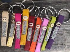 Nyckelringar Heart Bookmark, Viking Bracelet, Braided Leather, Hobbies And Crafts, Paracord, Handicraft, Arctic, Friendship Bracelets, Weaving