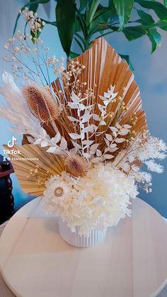 Diy Dried Flower Arrangement, Dried Flower Bouquet, Flower Centerpieces, Dried Flowers, Floral Arrangements, Balloon Decorations, Flower Decorations, Wedding Decorations, Diy Crafts For Adults
