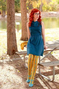 Love the pairing of the teal dress with the patterned yellow tights. Colored Tights Outfit, Yellow Tights, Patterned Tights, Quirky Fashion, Colorful Fashion, Vintage Fashion, Mode Chic, Vintage Mode, Fashion Gallery