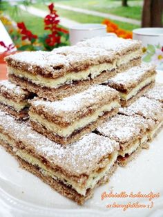 Gabriella kalandjai a konyhában :): Lemezes linzer - házi cseresznyelekvárral Slovak Recipes, My Recipes, Cookie Recipes, Dessert Recipes, Favorite Recipes, Hungarian Desserts, Hungarian Cake, Hungarian Recipes, Sweet Cookies