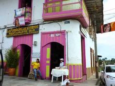 Los colores de las casas colombianas - video for beginning and intermediate students of Spanish